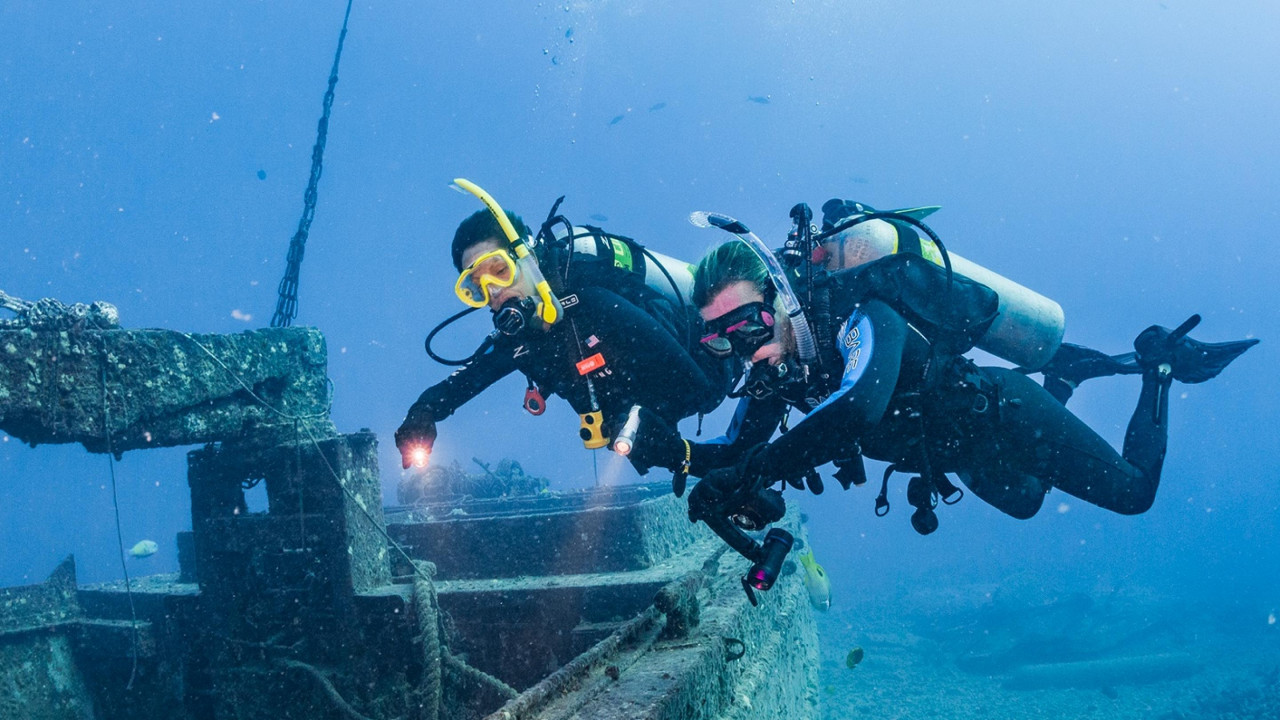 Photo of Peak Performance Buoyancy diving course.